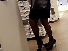 candid,mature fr tries new heels in pantyhose