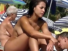 Home D20 - Hot findvideo porno gratuits girl at the beach