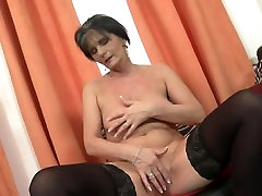 Old sexy GILF with still hungry vagina
