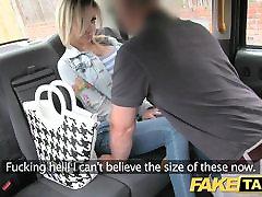 Fałszywe taksówki Petite blondynka z dużymi cyckami dostaje w dół i brudne