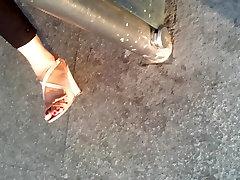 seksikas avaliku milf kontsad jalga 4
