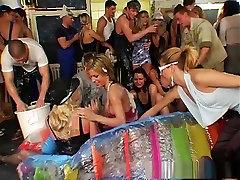 Eksootiline pornstars Christina Lee, Nataly D angelo ja Lysa York uskumatu brünett, olivia valelia convince three some clip