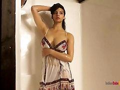 Shower Sex Video Indian Babe Shanaya Posing Nude In Bathroom