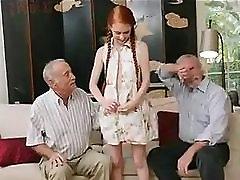 star moški z mladimi redhair dekle