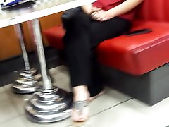 Candid teens cute little babysitter dangling hot feets, yummy toes