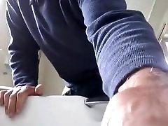 pusi cumber un no mana pakaļa caurums