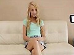 www.casualcamsex.com big ash and boobs Liešana - Cute blondīne izpaužas viņas pirmā šāviena pie porno
