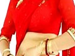 Seksikas Tüdruk, Seljas Punane Saree ja näitab tema rind ja tagasi
