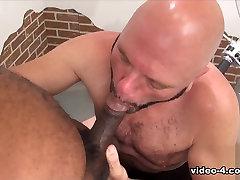 Tony Bankų ir Turėti Steven - 1 Dalis - BearFilms