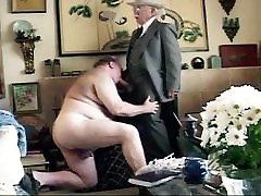 बूढ़े आदमी rullete facesitting claire nal के साथ हो जाओ&039;s चूसा कमरे में रहने वाले