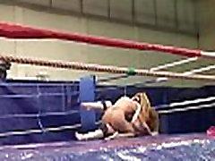 Wrestling babe queening her partner