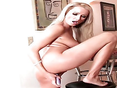 Super hot hot blonde presents her body dildoing her wet pussy for you