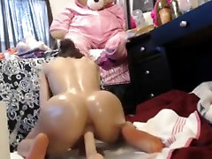 Oiled Girl Plays with Her Toys Hard - PORNTUBE.WEBCAM