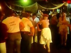 ORGYMIKE: Nočni klub orgija
