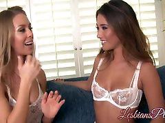 Kuum blondes Eva ja Nicole nautida üksteise märg pussies