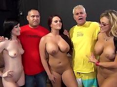 Neverjetno pornstars Jennifer Bela, Mackenzee Pierce in Nikki Sexx v čudovito velike joške, globoko grlo sex scene