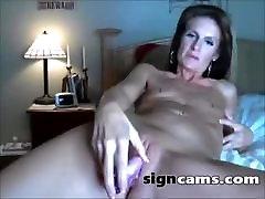 Beauty amateur mom hiry milf masturbating on webcam