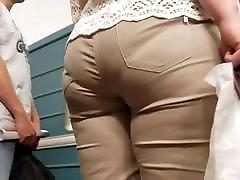 Big saxi brm vidiyo in tight pants go to the train