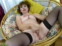 oldnanny hot zrelá dáma sólo masturbácia showoff