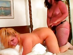 Plump babes get it on with a habbshi girl on