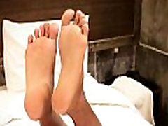 Oriental ts footworshipped in closeup