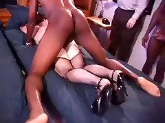 White Hotwife in a Room malyali bowljob of Black Bulls