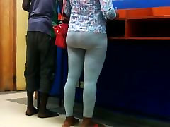 Super-Phat Banking Hall Booty!!!