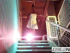 spalvingas milf jezebelle obligacijų solo