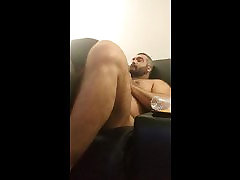 Blow cute canadian tranny while gaming