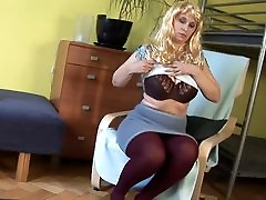 Big Boobed Housewife Playing With Her Pussy