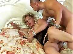 Bouncy ass mature kitchen sex mom forcely fucked