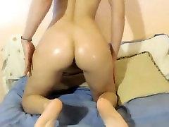 बड़े स्तन लड़की वेबकैम पर नाटकों