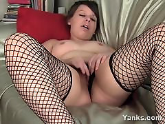 Yanks Babe Clarrisa Johnson Masturbates