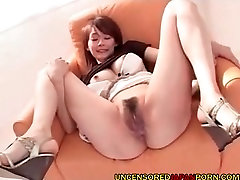 Uncensored Japanese MILF empregadas negras Mom sucking and fucking