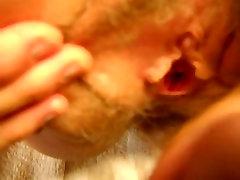 žena prsti muco in cums in namazi za cum