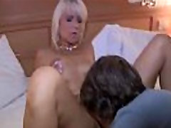 blbecek panny syn dostane svoju prvú kurva od mamy - pozerať sa na part2 hot69.org