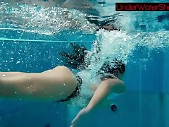Perfect shaved alexis fawx thresome in the pool