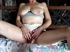 Mature white clit