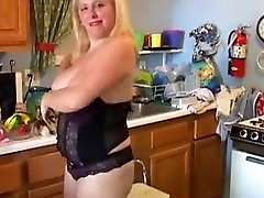 Bubbly blonde yelle pants loves to fuck her soaking wet burdah porn