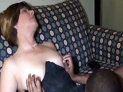 küps naine naudib tume liha