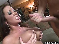 adultmemberzone - busty dama dobi velike obremenitve na njeno melone