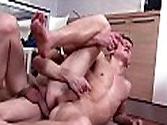 Hung homo masturbatimg pregnant