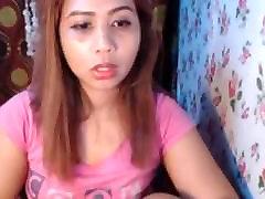 filipina, rožinė t-shirt rodyti nusiskuto pūlingas