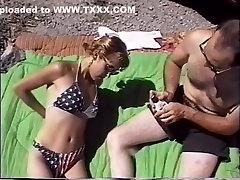 异国情调的色情明星在角质红发,射精成人片段