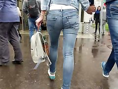 Young woman wriggle disgusted cum in mouth in tight jeans