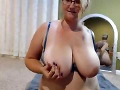 sexy hot lesbians for ameliaarsch plays with her habbe haze on webcam models