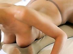 hot young girls with freundin verarschen on bed