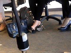 candid heels shoeplay in nylons au bureau 1
