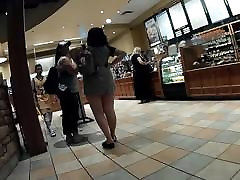didelis teen ass jiggling į trumpą suknelę