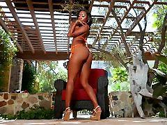 BIg memek pegulat Ebony Chanell Heart